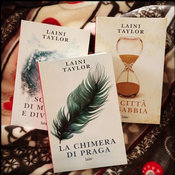 valepatrick93 con la trilogia di Laini Taylor!
